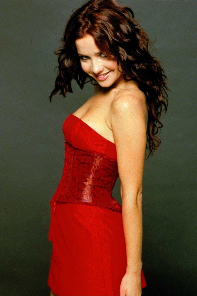 Орейро в красном платье